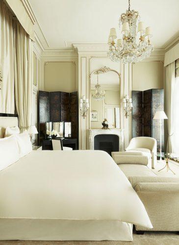 Excellence Ritz Paris, Hybris 8 Light Crystal Chandelier